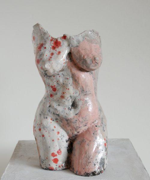 roze raku beeldje kunst werk beeld vrouwentorso